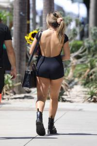 addison-rae-at-the-farmers-market-in-west-hollywood-08-29-20-7.jpg