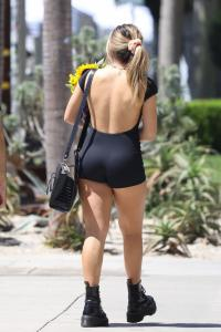 addison-rae-at-the-farmers-market-in-west-hollywood-08-29-20-8.jpg