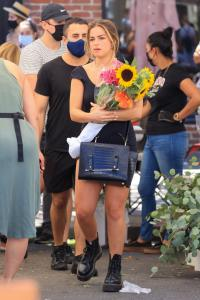 addison-rae-at-the-farmers-market-in-west-hollywood-08-29-20-6.jpg