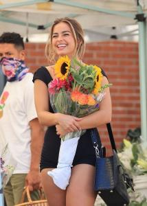 addison-rae-at-the-farmers-market-in-west-hollywood-08-29-20-2.jpg