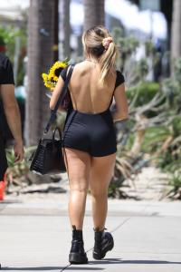addison-rae-at-the-farmers-market-in-west-hollywood-08-29-20.jpg