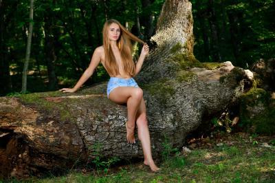 228858961_gracia_presenting_gracia_nude__sexy_photo_set.jpg