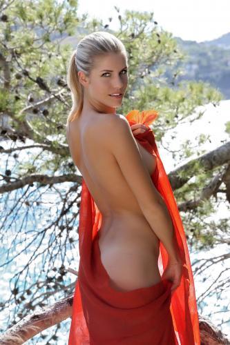 228866128_iveta_b_pareo_by_luca_helios_nude__sexy_photo_set.jpg