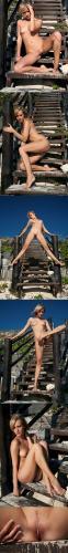 errotica-archives  2013-12-19 deni - scalinos x56 2912x4368 sexy girls image jav